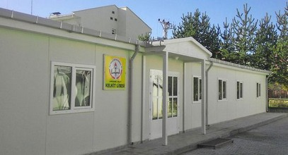 Karmod stworzył prefabrykowany budynek szkoły średniej